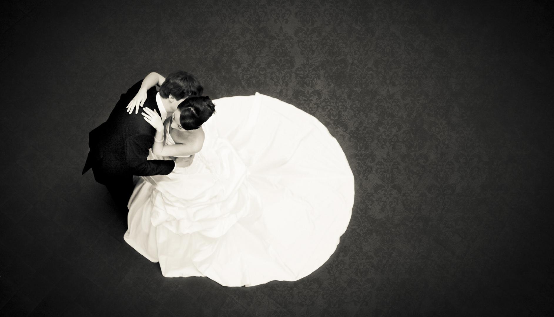 Winter Wedding Silence 2 Foto Bild Hochzeit Umarmung Brautpaar
