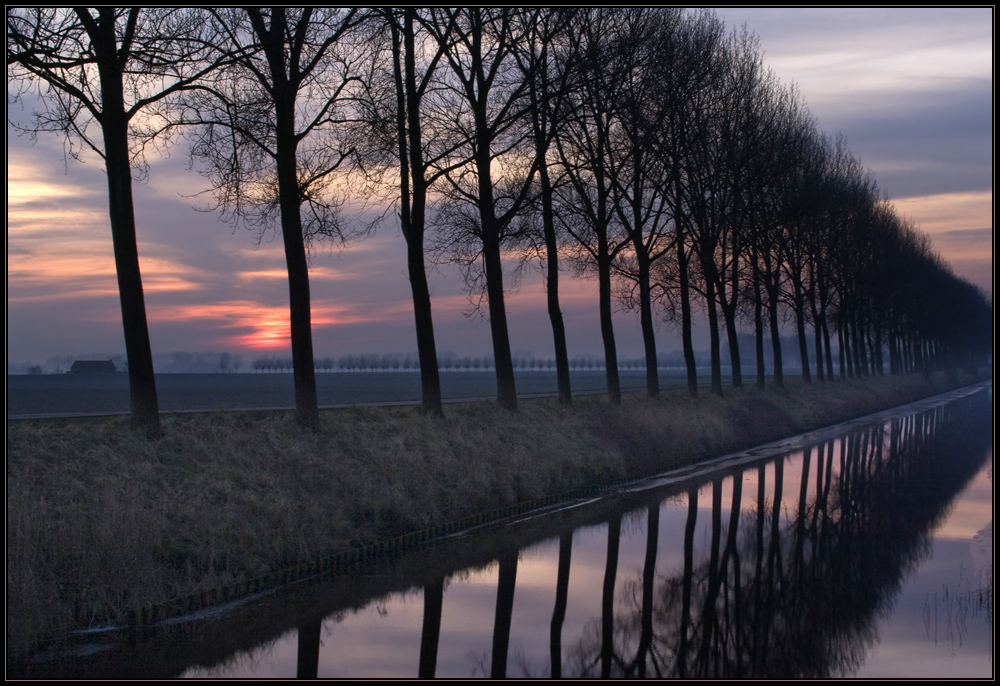 Winterabend am Kanal