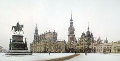 Winterlicher Theaterplatz Dresden