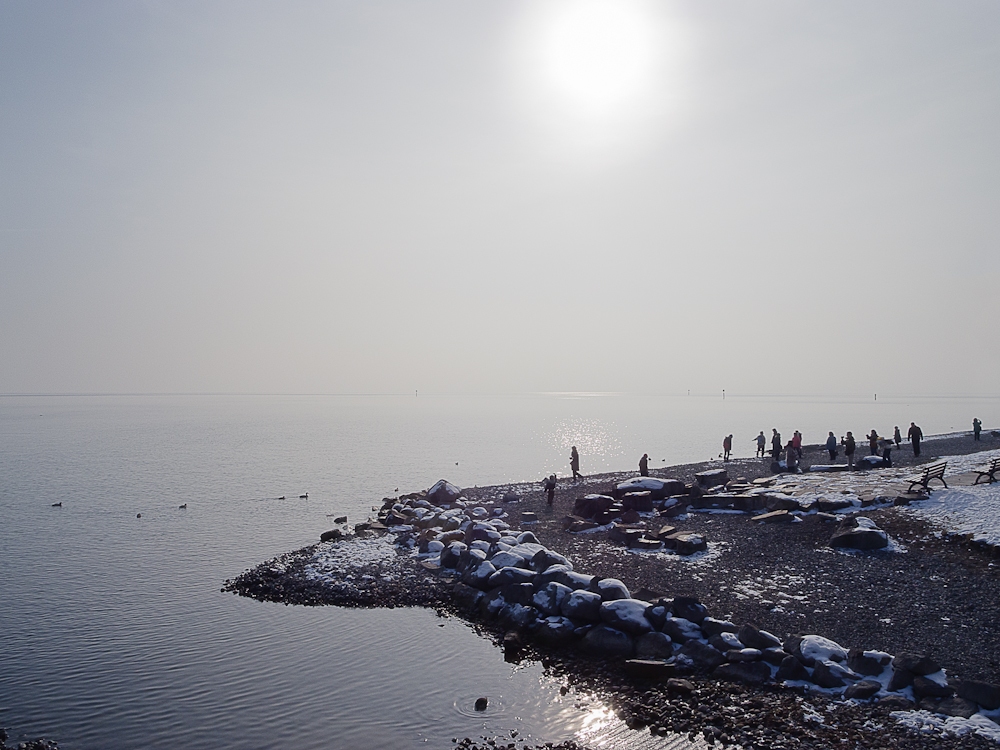 Wintersonne über dem See