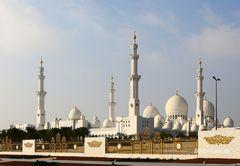 Wir verlassen die Moschee der Superlative
