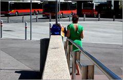 ... wir warten auf den Autobus ...