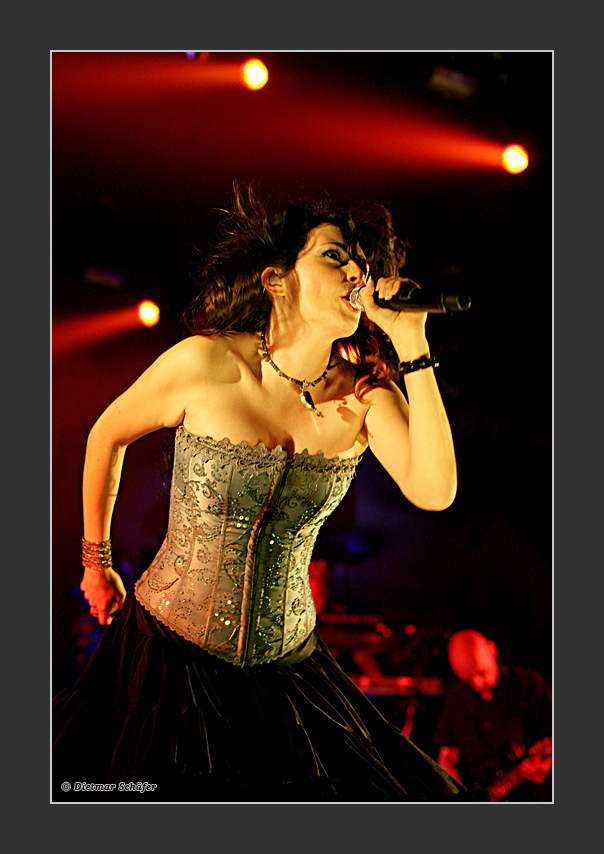 WITHIN TEMPTATION live on stage