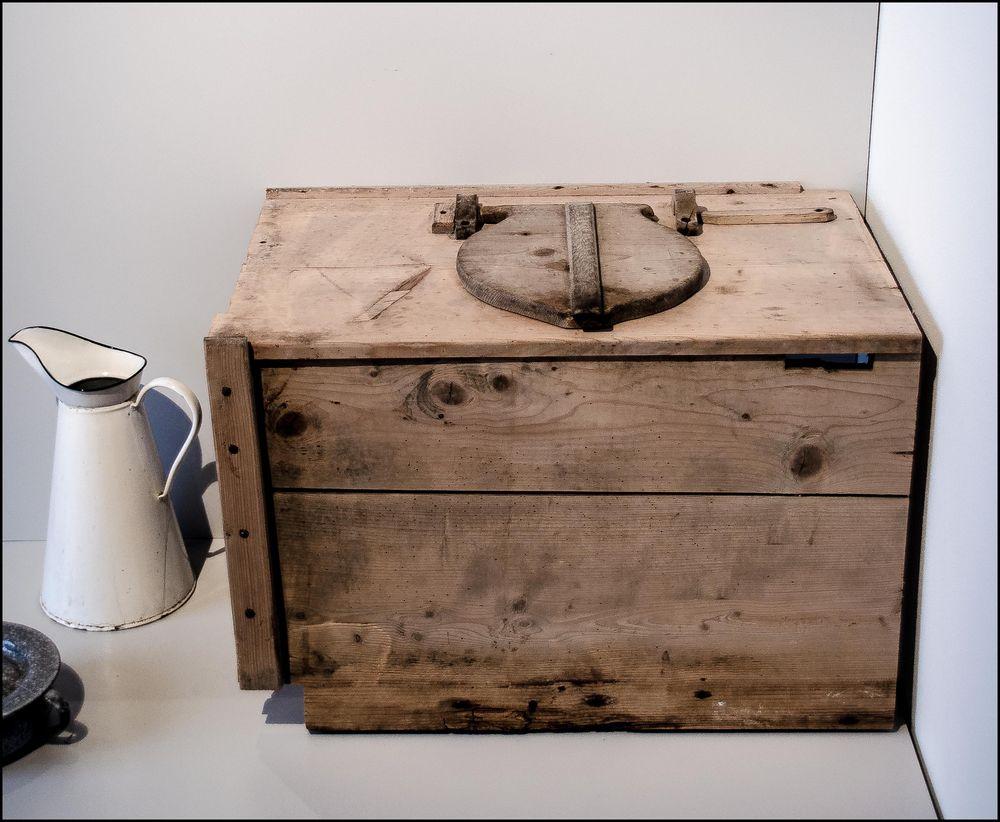 wohl die erste compact toilette f r campingfreunde mit wassersp lung foto bild quatsch. Black Bedroom Furniture Sets. Home Design Ideas