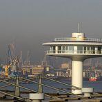 Wohn-Turm [über'm Dach]