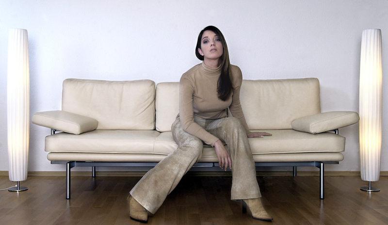 wohnst du noch oder lebst du schon foto bild erwachsene fashion menschen bilder auf. Black Bedroom Furniture Sets. Home Design Ideas