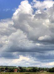 wolken am stadtrand