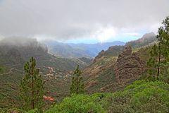 Wolken berühren die Berge (II)