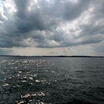 Wolken fallen ins Wasser..