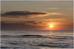 Wolken machen es beim Sonnenuntergang