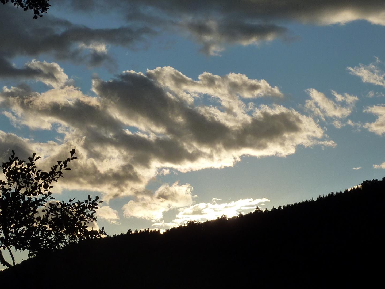 Wolken mit Sonnenuntergang