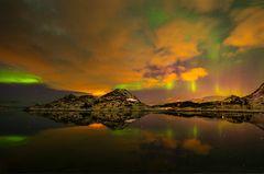 wolken, sonnenuntergang und polarlicht