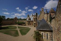 Wolken über Chateau d' Ainay le Vieil