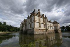 Wolken über Chateau de Cormatin