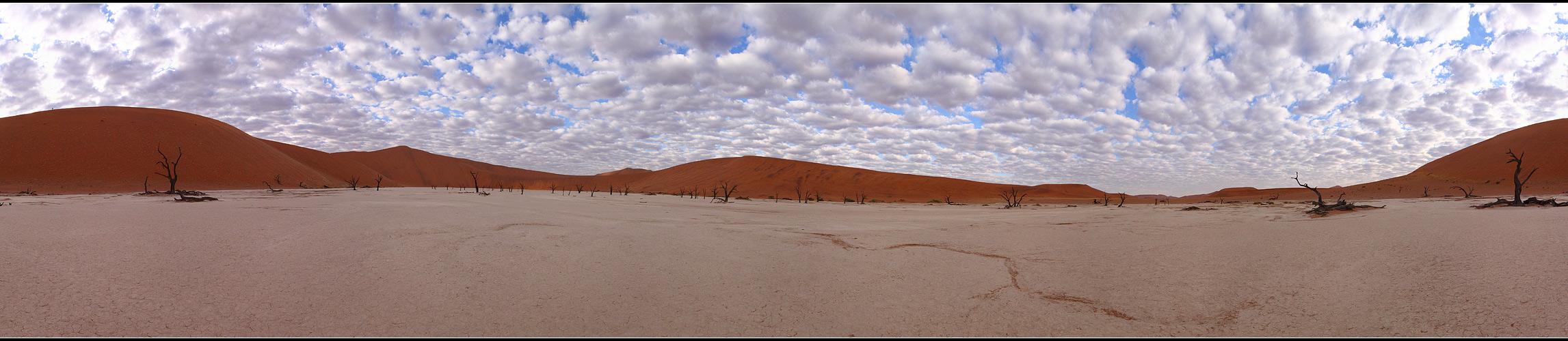 Wolken über dem Deadvlei – Panorama
