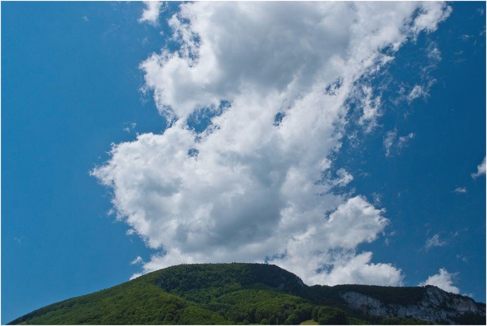 Wolken über dem Jura
