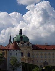 wolken über dem stift