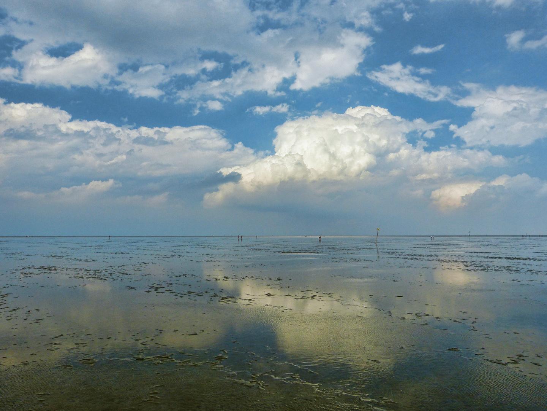 Wolken über dem Wattenmeer