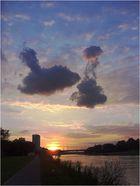 Wolken über den Neckar