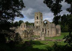 Wolken über Fountains Abbey