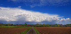 Wolken überm Dorf