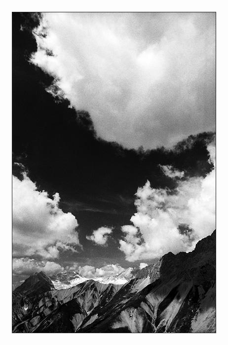 Wolken und Berge II