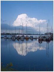 Wolken und Hafen