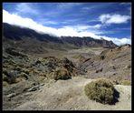 Wolken versuchen erfolglos den Krater zu erobern