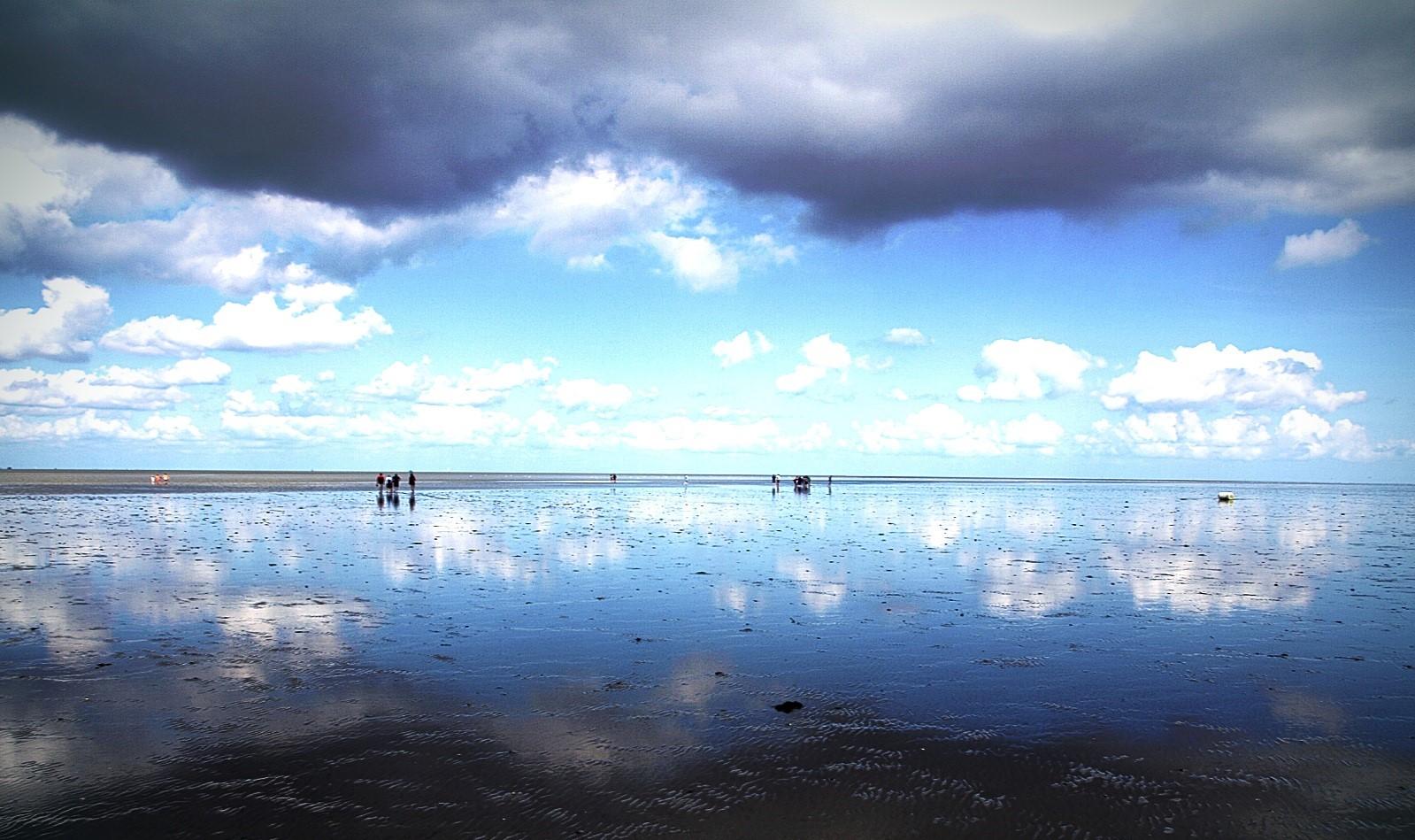 Wolken, Wattenmeer und Spiegelung ( überarbeitet )((437))