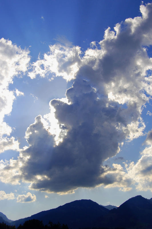 WolkenBergeSonne