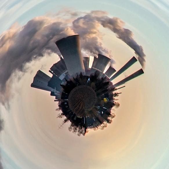 Wolkenfabrik Niederaußem im Sonnenuntergang
