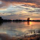 Wolkenglut am Fluss
