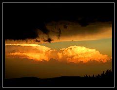 Wolkenmeer und Sonnenuntergang auf dem Kandel