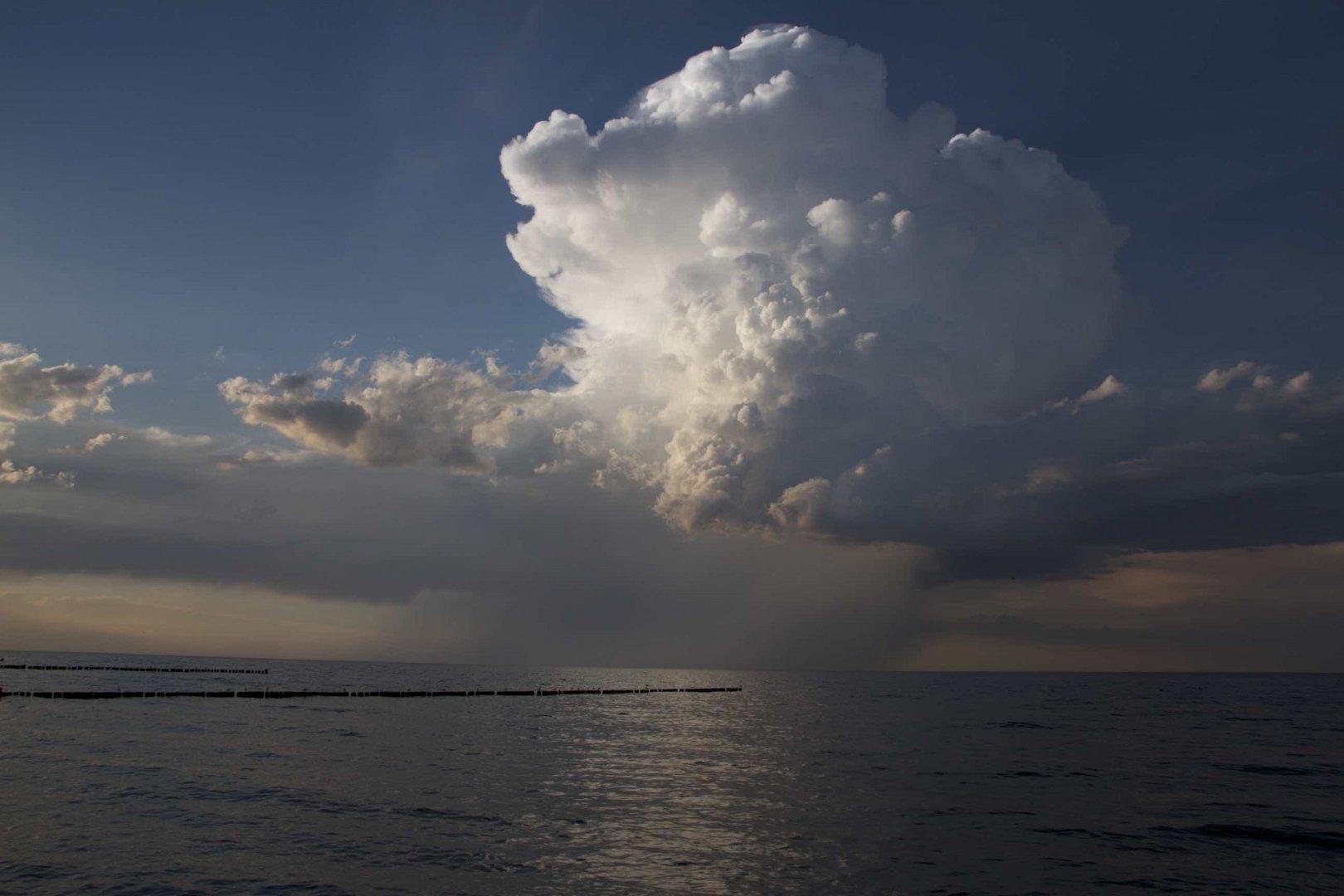 Wolkenmix im Sonnenschein