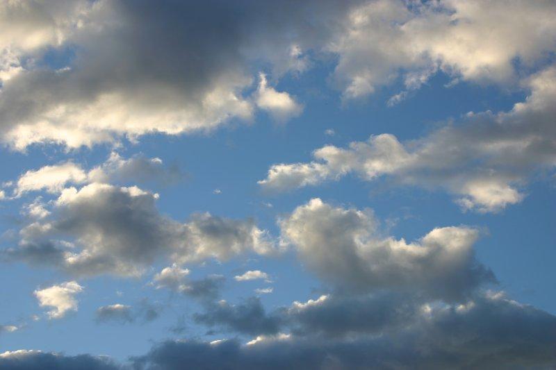 Wolkenspiel am frühen Morgen