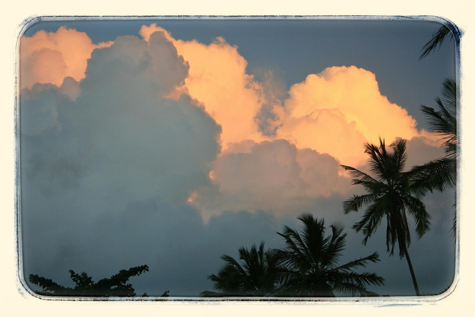 Wolkenspiel in Pau Amarelo Brasilien