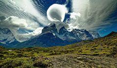 ... Wolkenspiele über den Cuernos ...