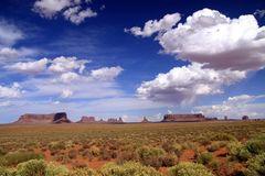 Wolkenspiele über Monument Valley