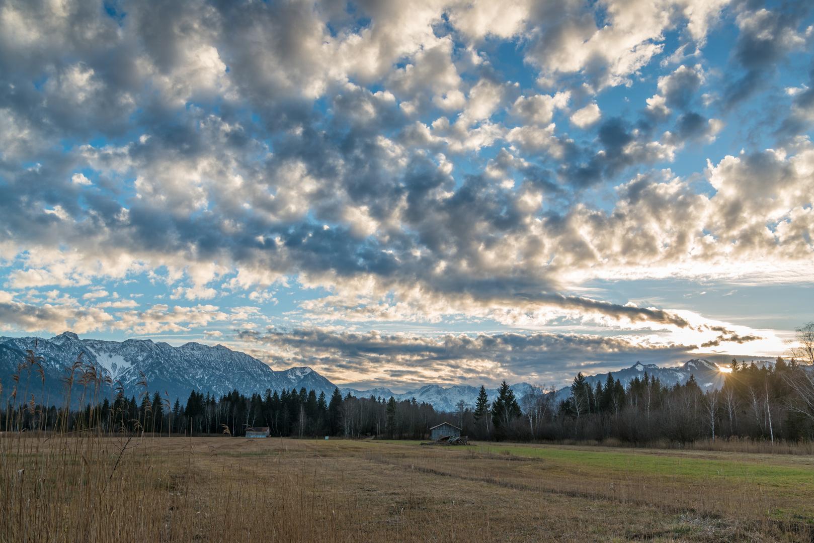 Wolkenstimmung über dem Murnauer Moos