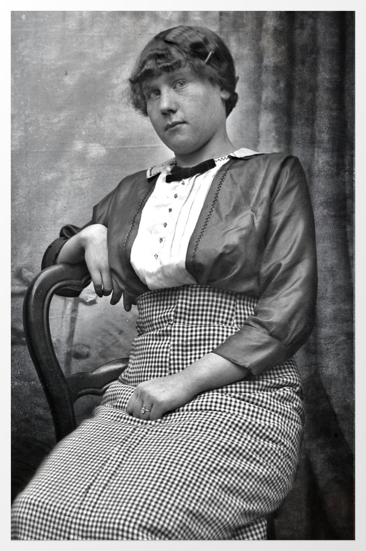 woman from the year 1900