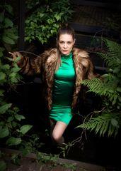 woman_in_green_1