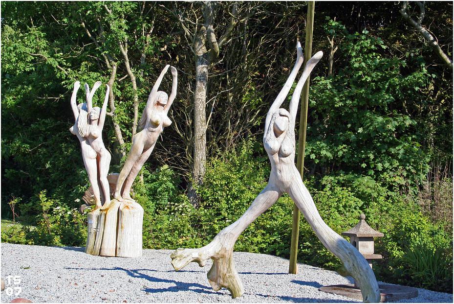 Wooden dancers