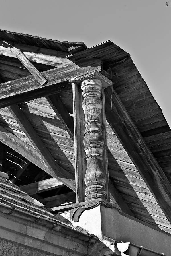 wooden pillar