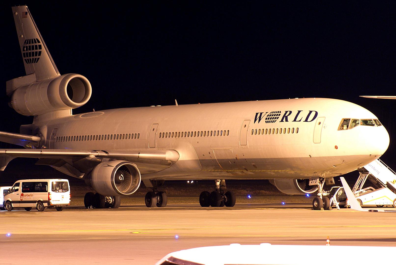 World Airways MD-11...