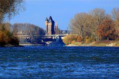 Worms - Neue Rheinbrücke und Stadttor (IV)