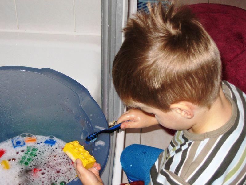 Wozu eine Zahnbürste ... natürlich zum putzen ...vom Lieblingsspielzeug