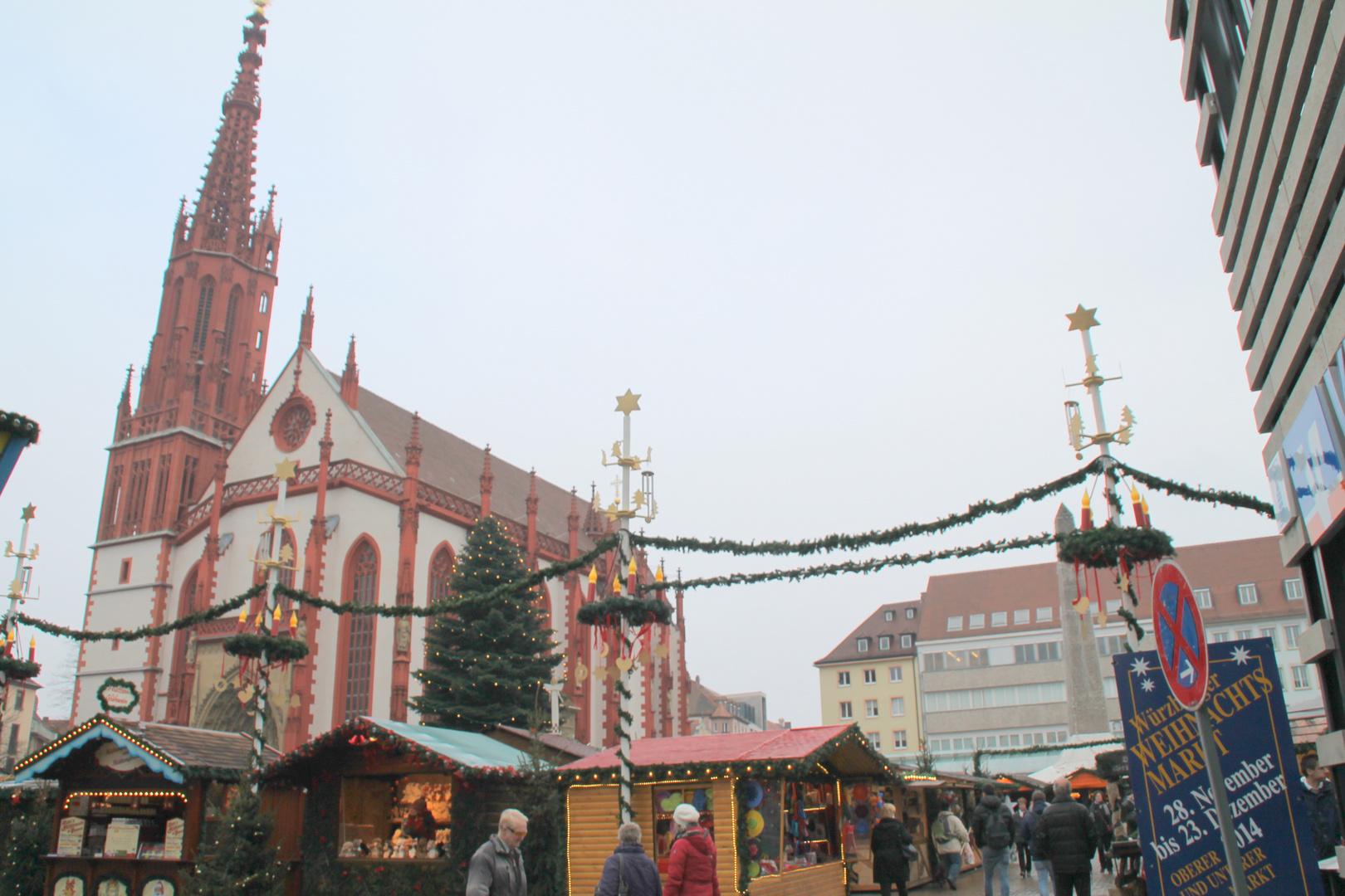 Würzburg, der Weihnachtsmarkt an der Marienkapelle