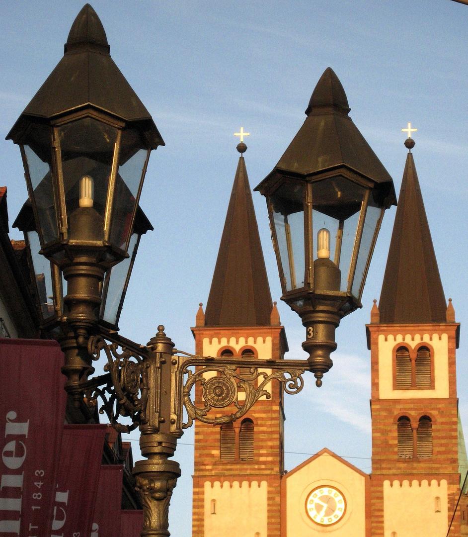Würzburger Domtürme im Abendsonnenlicht