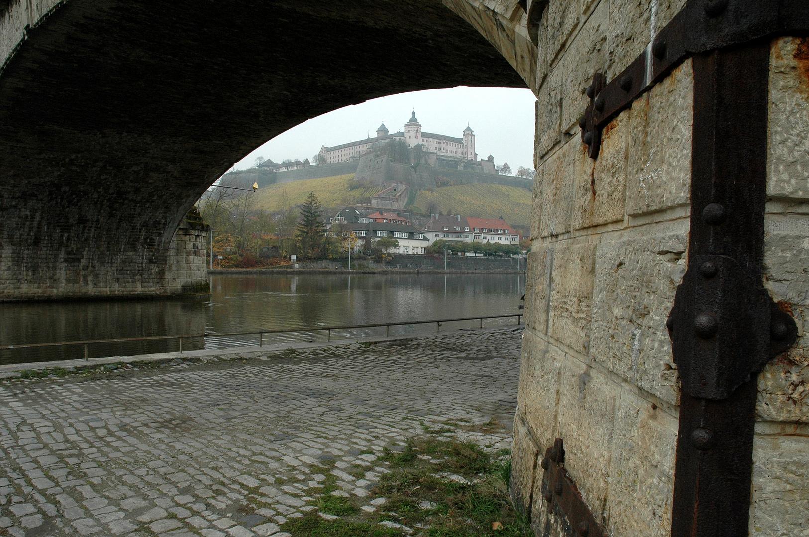 Würzburger Festung an einem nebligen Novembermorgen