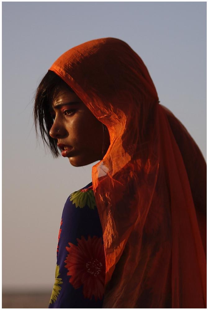 Wüstenblume, Tänzerin in der Wüste Thar, Rajasthan, Nordindien 01